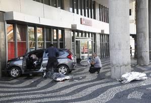 Fuga e troca de tiros com PMs acaba com três mortos na Candelária Foto: Fábio Guimarães / Agência O Globo
