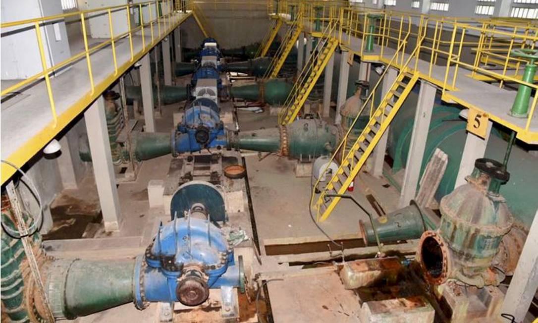 Estação de Tratamento de Água (ETA) Guandu, dois dos cinco motores responsáveis pelo bombeamento da água à espera de manutenção, depois de anos sem funcionar Foto: Hélio Marcos Ossola Cordeiro / Divulgação - 30/04/2019
