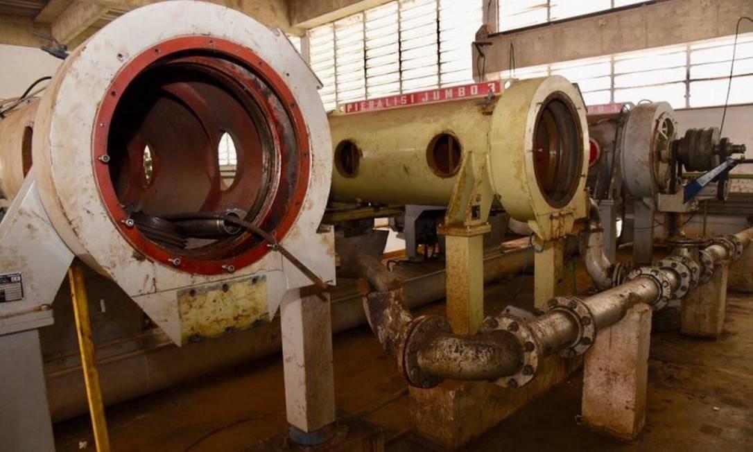 Por falta de manutenção e modernização das três centrífugas, apenas uma está em operação, na Estação de Tratamento de Esgoto (ETE) Alegria Foto: Divulgação / Agência O Globo