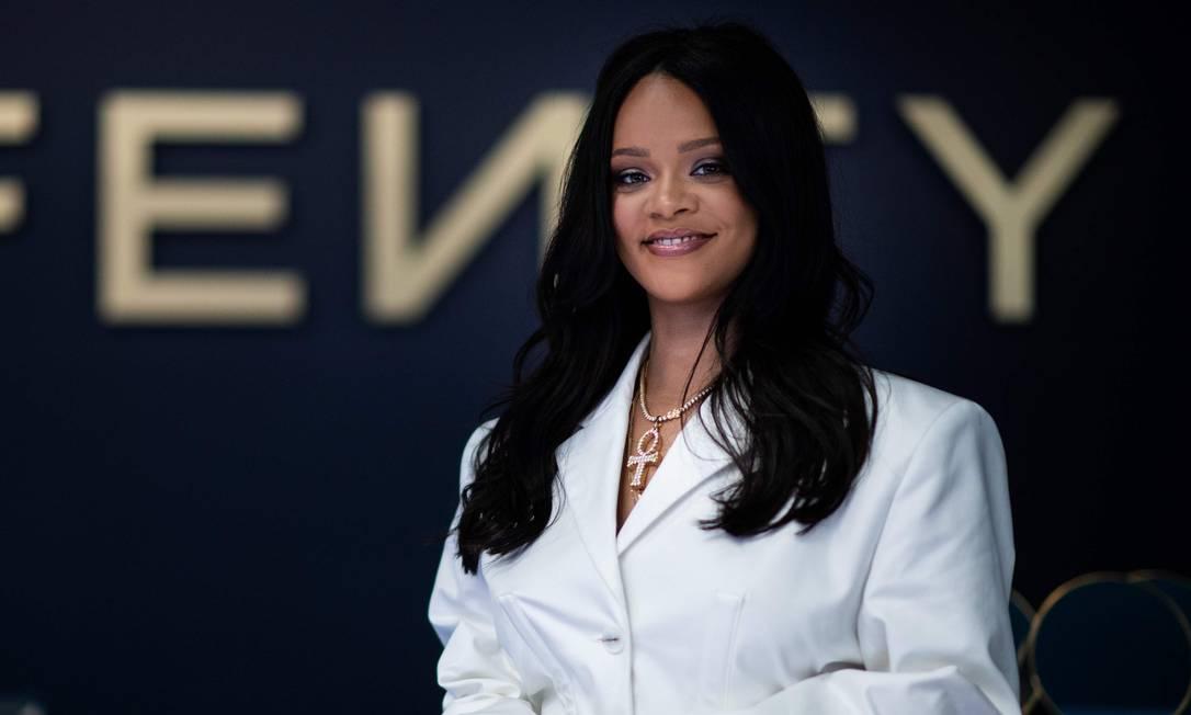 Rihanna participa de evento promocional de sua marca Fenty, em Paris Foto: MARTIN BUREAU / AFP