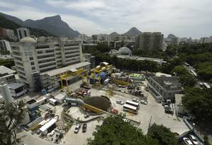 Obras da estação da Gávea estão paradas há mais de 4 anos, desde o início de 2015 Foto: Daniel Marenco / Agência O Globo