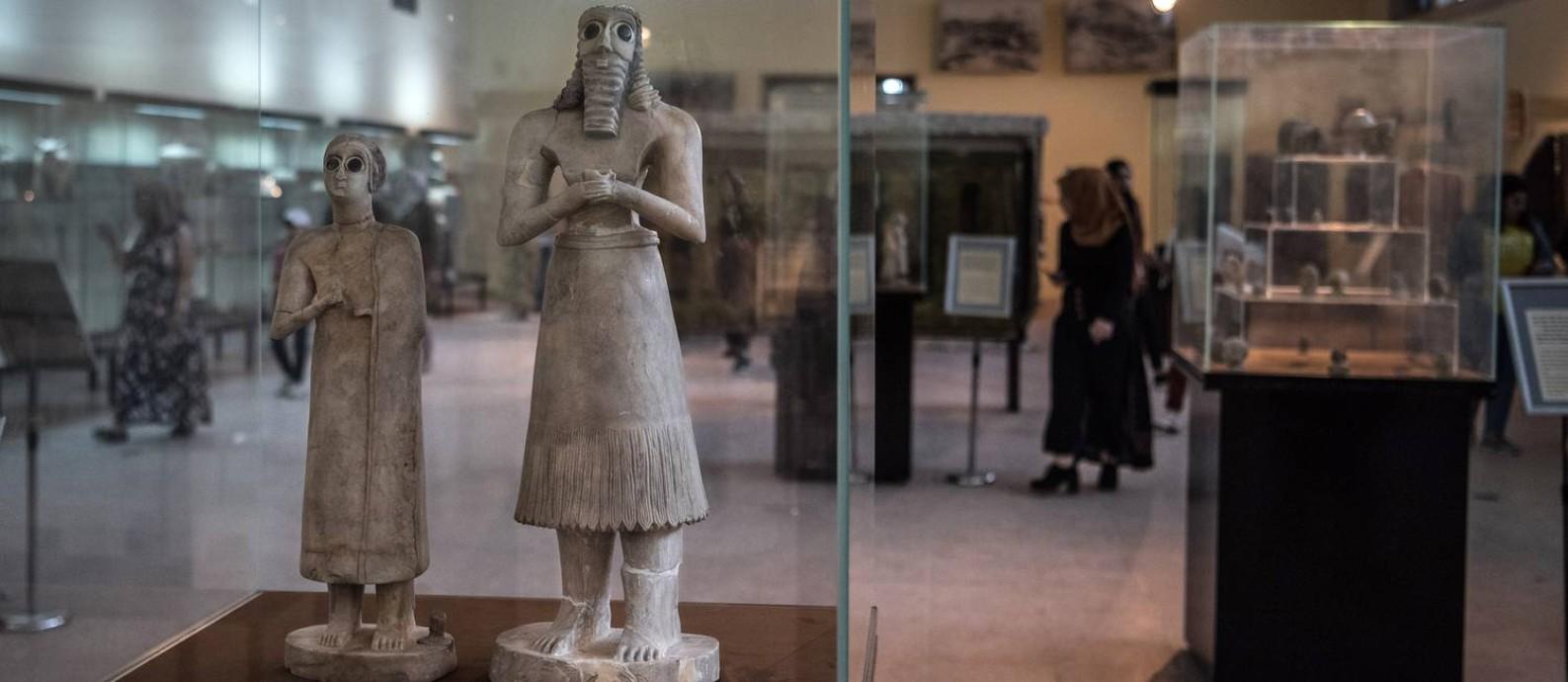 Estátuas datadas de 2800-2600 a.C. no Museu do Iraque, em Bagdá Foto: SERGEY PONOMAREV / NYT