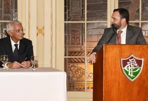 Celso Barros, à esquerda, e Mário Bittencourt durante a posse do novo presidente do Fluminense Foto: Mailson Santana/Fluminense FC