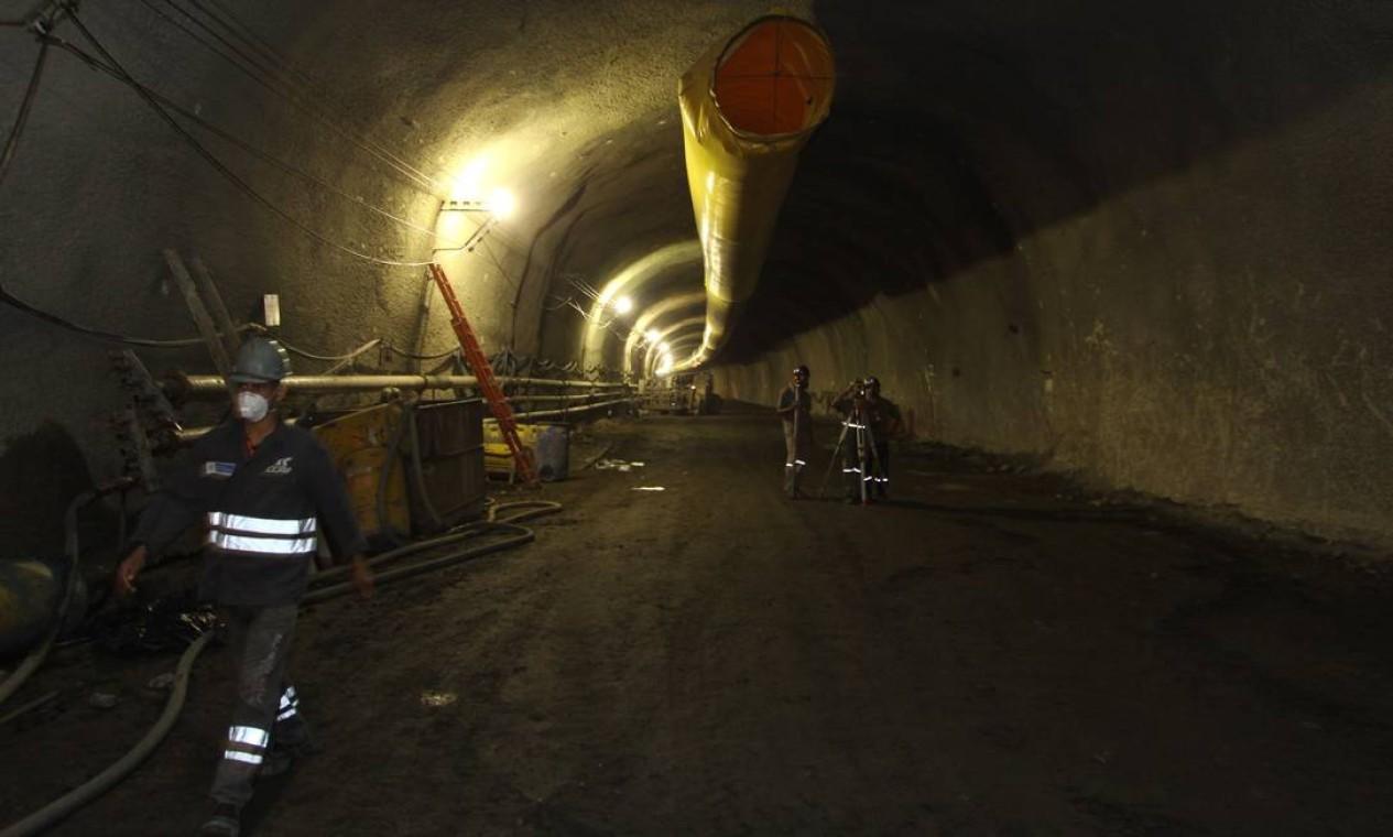 Abertura de túnel sob a Pedra da Gávea em 2011 Foto: Paulo Nicolella / Agência O Globo