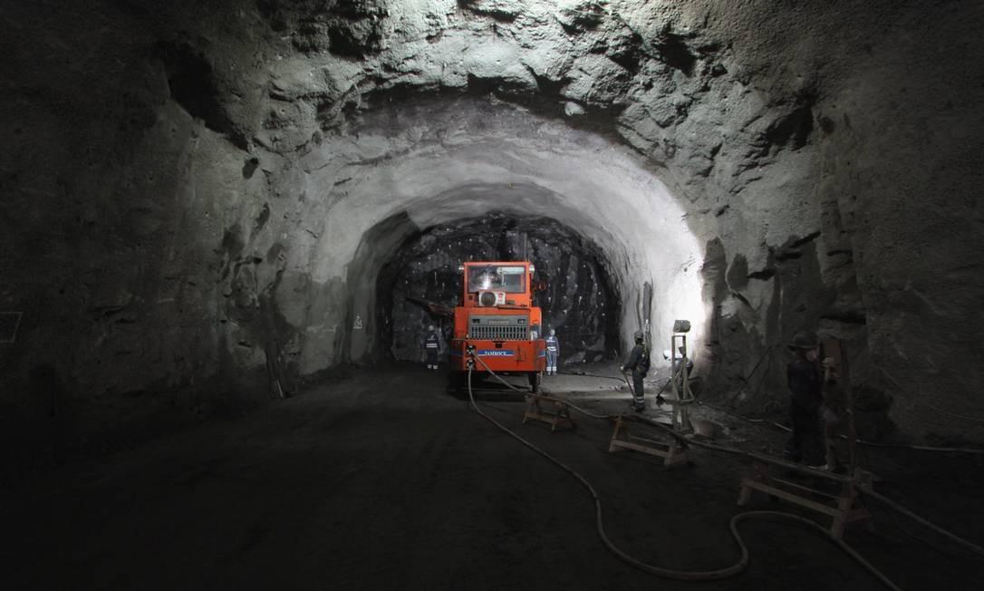 Máquinas abrem túnel do metrô em 2011 Foto: Paulo Nicolella / Agência O Globo