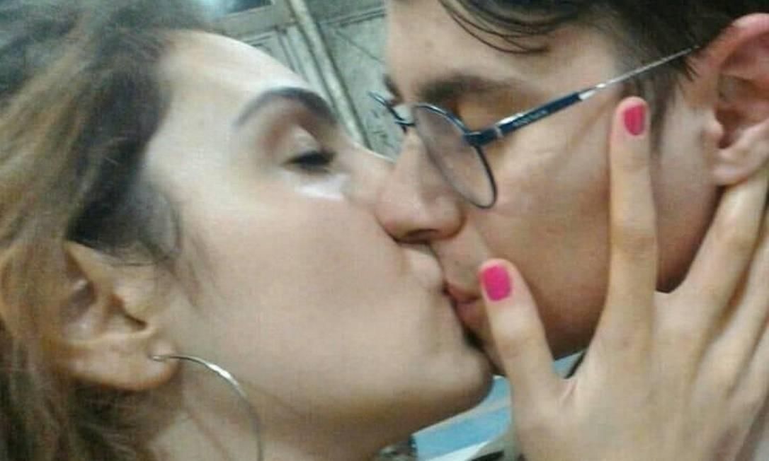 Isabela e Rafael se encontraram em festa junina no sábado Foto: Reprodução/Facebook