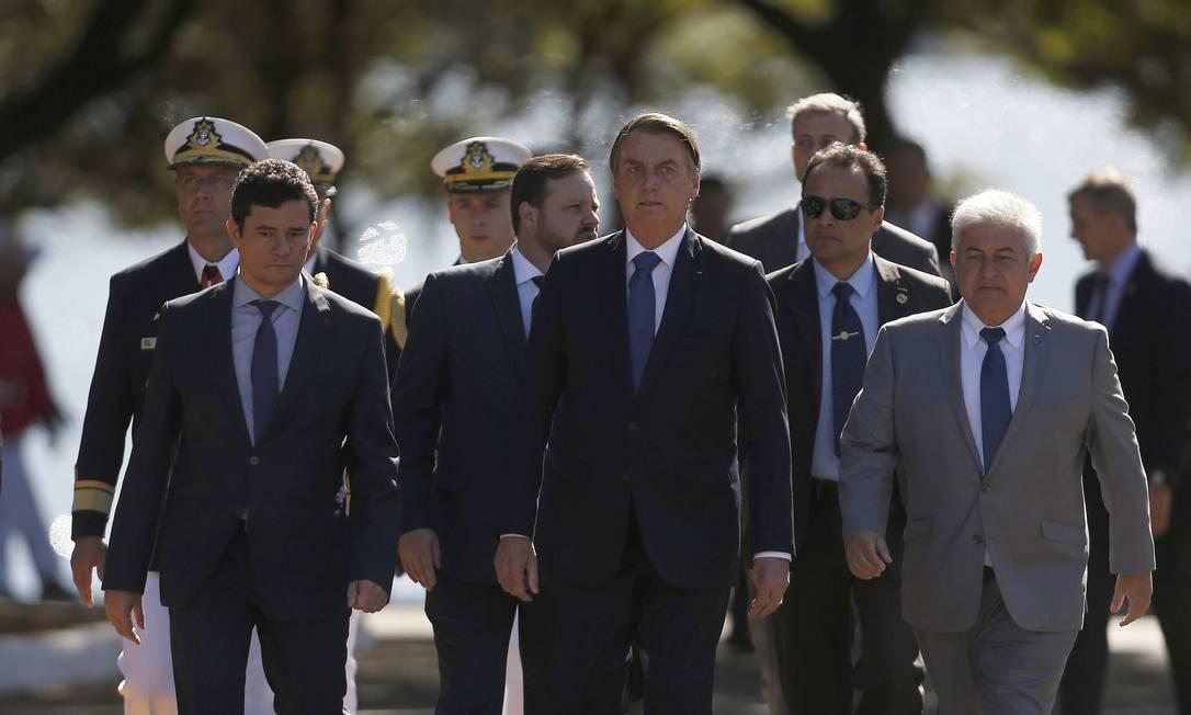 Sergio Moro ficou ao lado direito de Jair Bolsonaro durante todo o evento em Brasília, em sinal de prestígio junto ao chefe Foto: Jorge William 11-06-2019 / Agência O Globo