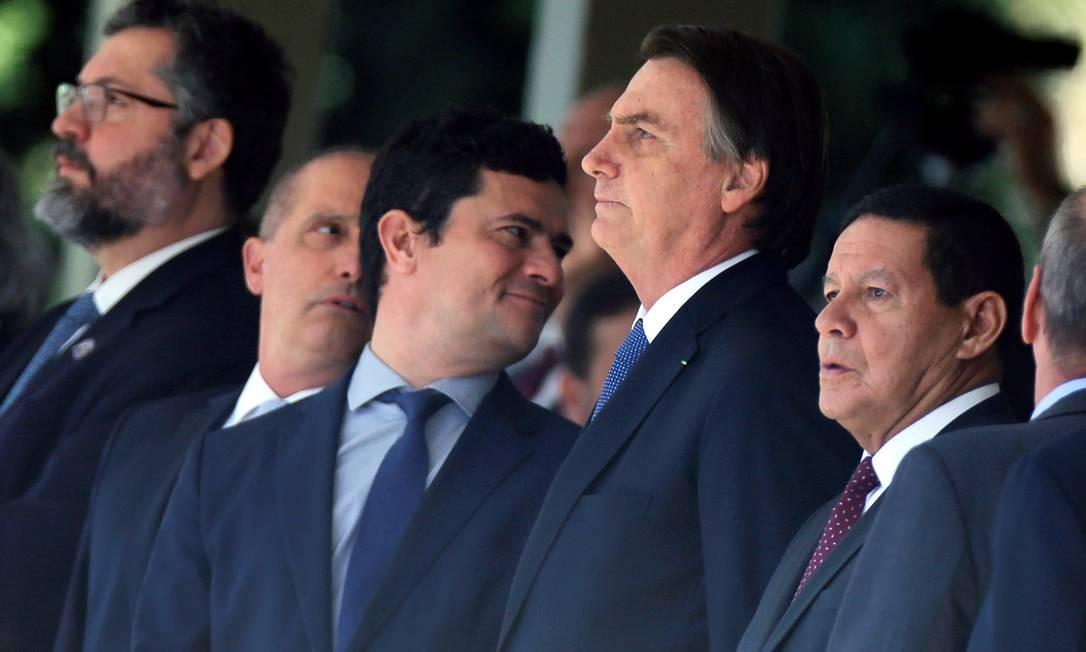 Jair Bolsonaro chegou ao evento em Brasília de lancha com o ministro Sergio Moro Foto: ADRIANO MACHADO / REUTERS