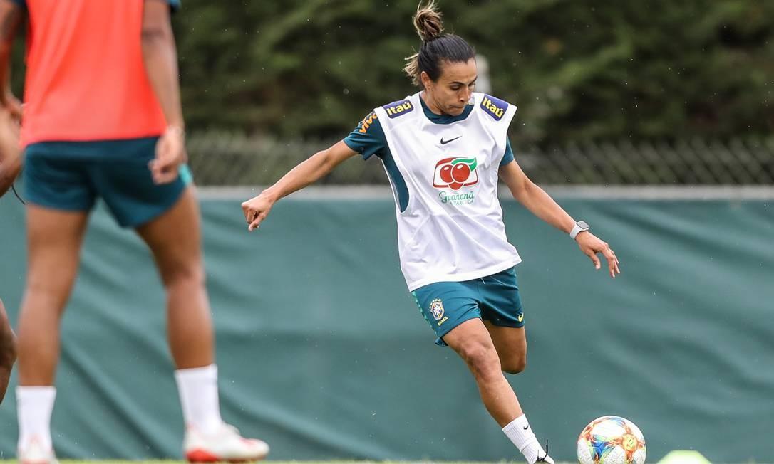 Marta treina pela primeira vez após lesão na coxa esqueda, em preparação da seleção para o jogo contra a Austrália Foto: Rener Pinheiro / MoWA Press