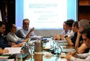 Relator da reforma da Previdência, deputado Samuel Moreira (PSDB-SP), se reúne com membros da equipe econômica do Ministério da Economia dias antes do Fórum dos Governadores Foto: Jorge William / Agência O Globo/8-6-2019