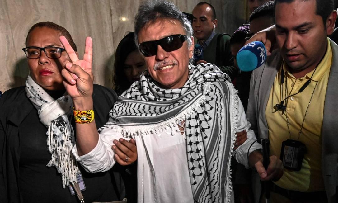 Jésus Santrich, ex-chefe das Farc, comemora depois de tomar posse como deputado, em 2018 Foto: JUAN BARRETO / AFP