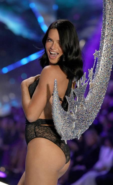 Adriana Lima em seu último desfile para a Victoria's Secret, em dezembro Foto: Thomas Concordia / Getty Images for Swarovski