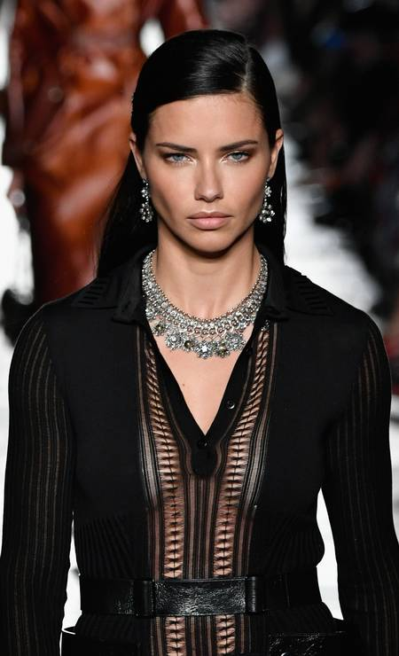 Adriana Lima para a Bottega Veneta Foto: Pietro D'aprano / Getty Images