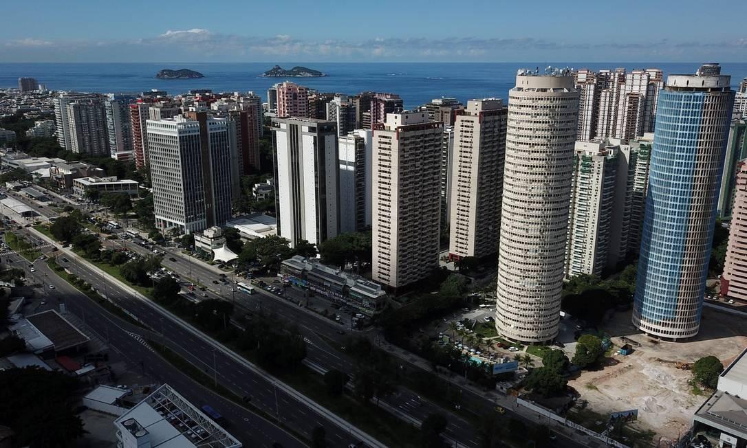 """Donos de imóveis na Barra estão dando """"desconto"""" no preço do aluguel só para não ter prejuízo Foto: Custodio Coimbra / Agência O Globo"""