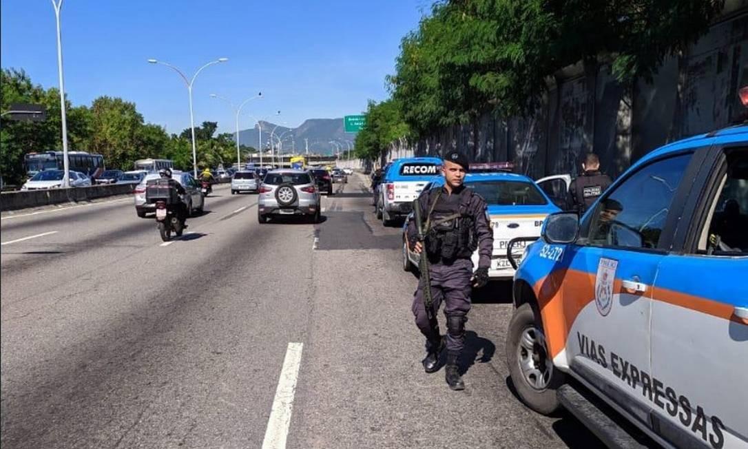 Policiais do BPVE e do RECOM reforçaram o patrulhamento na Linha Vermelha Foto: Reprodução