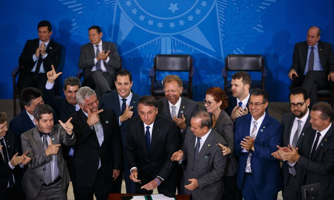 O presidente Jair Bolsonaro durante cerimônia em que assinou decreto sobre armas Foto: Daniel Marenco / Agência O Globo