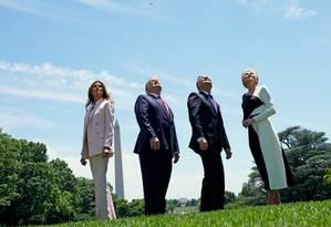 Trump e Melania com o presidente da Polônia, Andrzej Duda, e a mulher: de olho nas pesquisas Foto: KEVIN LAMARQUE / REUTERS