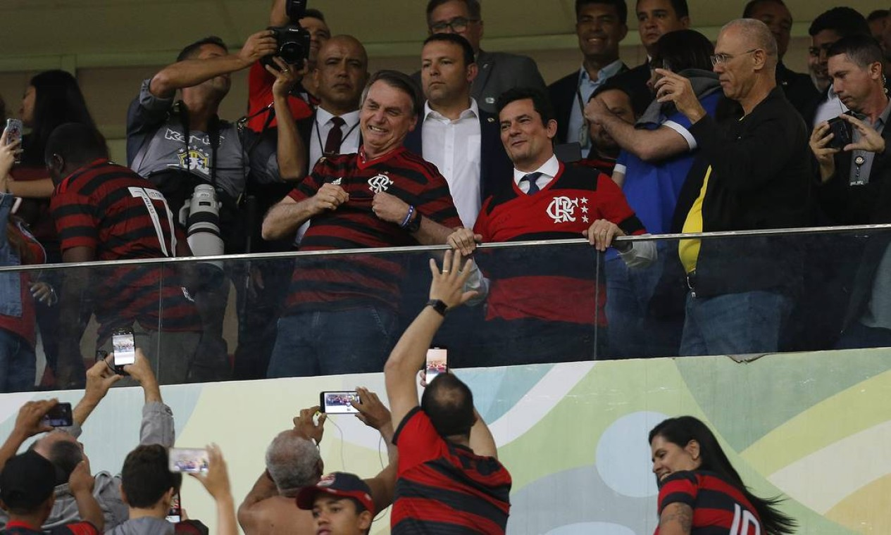 O presidente Jair Bolsonaro ao lado do ministro da Justiça, Sergio Moro, no Estádio Mané Garrincha, Brasília-DF. O vazamento de diálogos entre o então juiz federal Sergio Moro, atual ministro da Justiça, e o procurador Deltan Dallagnol está rpovocando mudança no alto escalão do governo Foto: Jorge William / Agência O Globo