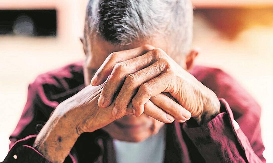 Seis em cada denúncias de violação contra idosos foram cometidos por filhos ou netos, segundo levantamento; especialista critica falta de monitoramento de assistentes sociais Foto: Shutterstock