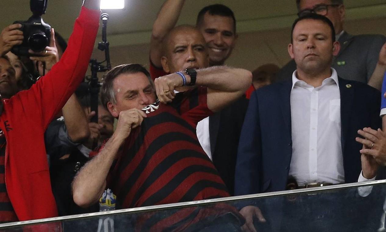 Bolsonaro ao lado do ministro da Justiça, Sergio Moro, durante o jogo CSA x Flamengo Estádio Mané Garrincha Brasília-DF Foto: Jorge William / Agência O Globo