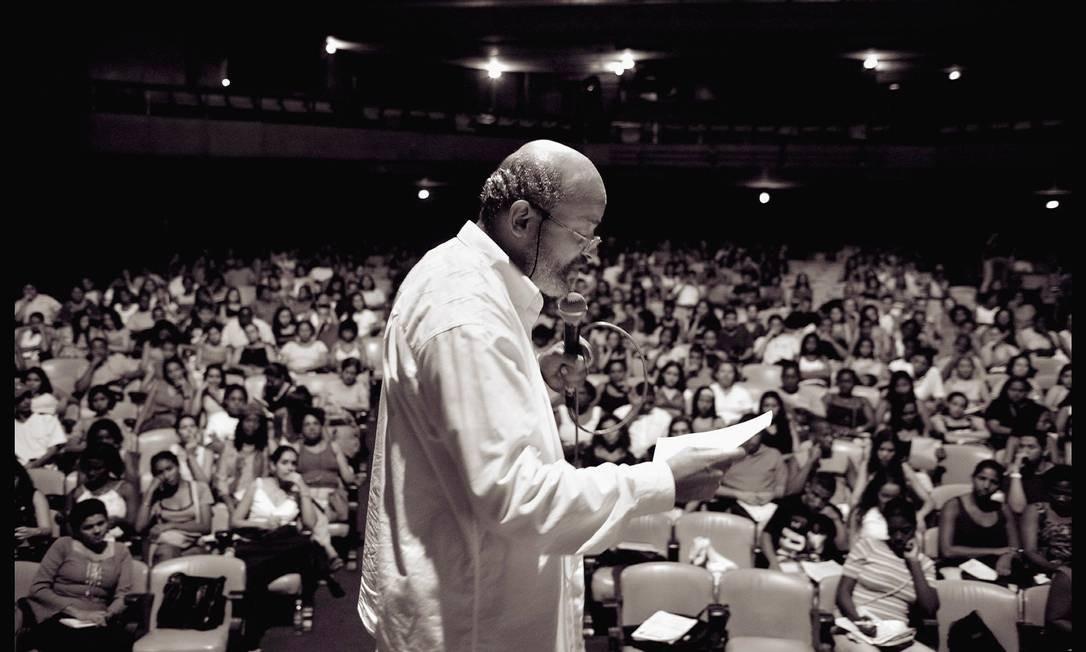 Frei David: queda das denúncias vem da falta de confiança nas instituições Foto: Leo Aversa/17-2-2004