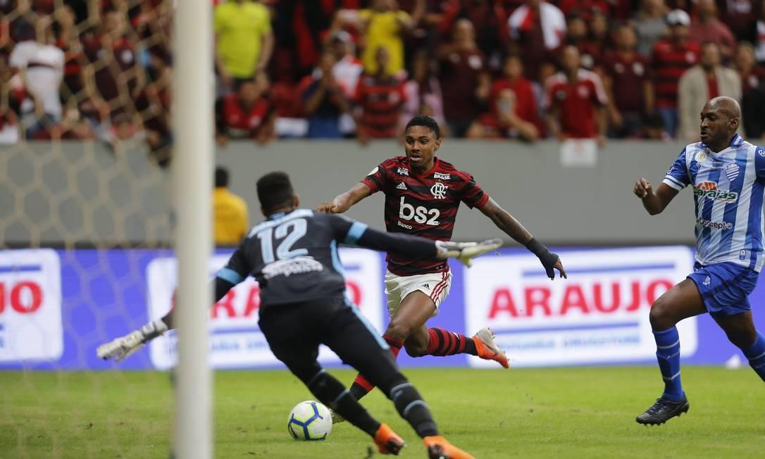 Flamengo se despede de Marcelo Salles com quarto jogo sem levar gol: 2 a 0 no CSA