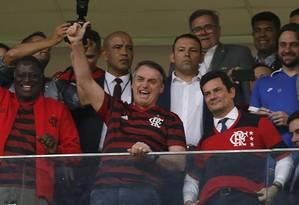 O presidente Jair Bolsonaro e ministro Sergio Moro assistem a jogo entre Flamengo e CSA, em Brasília Foto: Jorge William 12/06/2019 / Agência O Globo
