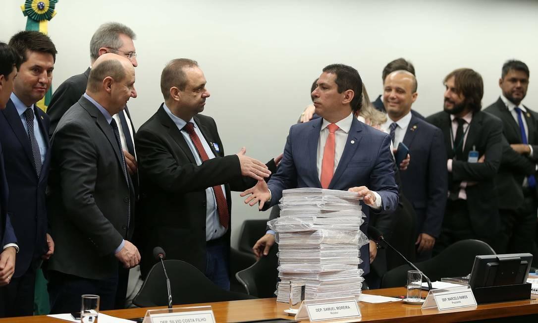 O relator tirou do texto da reforma um trecho que poderia aumentar os encargos trabalhistas recolhidos pelas empresas Foto: Jorge William / Agência O Globo