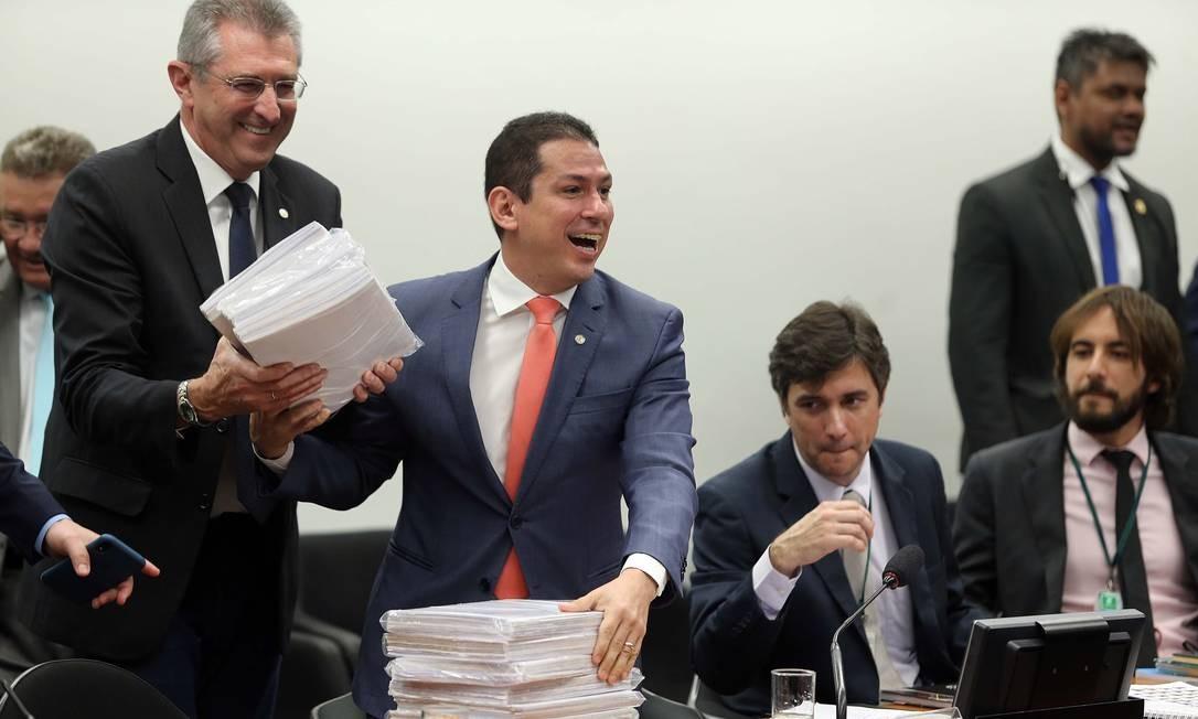 Após mudanças negociadas com partidos, a economia nos gastos públicos com a reforma da Previdência caiu para R$ 915 bilhões em dez anos Foto: Jorge William / Agência O Globo