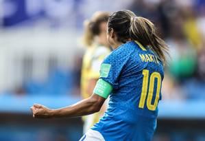 Marta comemora o gol de pênalti Foto: Assessoria/CBF