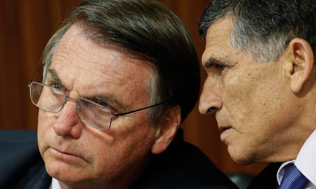 Jair Bolsonaro conversou com Santos Cruz sobre sua demissão hoje Foto: Agência O Globo