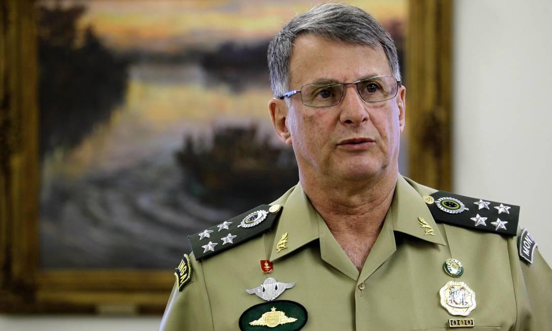 Edson Pujol, comandante do Exército Foto: Jorge William / Agência O Globo