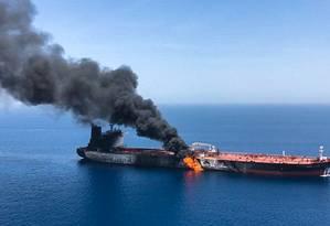 """Foto do petroleiro """"Front Altair"""", envolvido no incidente desta quinta-feira no Estreito de Ormuz. EUA, Reino Unido e Arábia Saudita acusam o Irã de ter atacado as duas embarcações. Teerã nega. Foto: ISNA / AFP"""