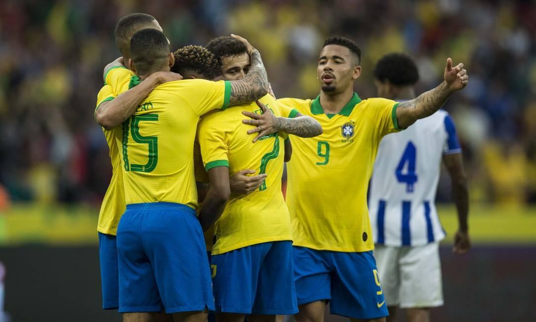 Jogadores comemoram gol sobre Honduras em amistoso Foto: Guito Moreto