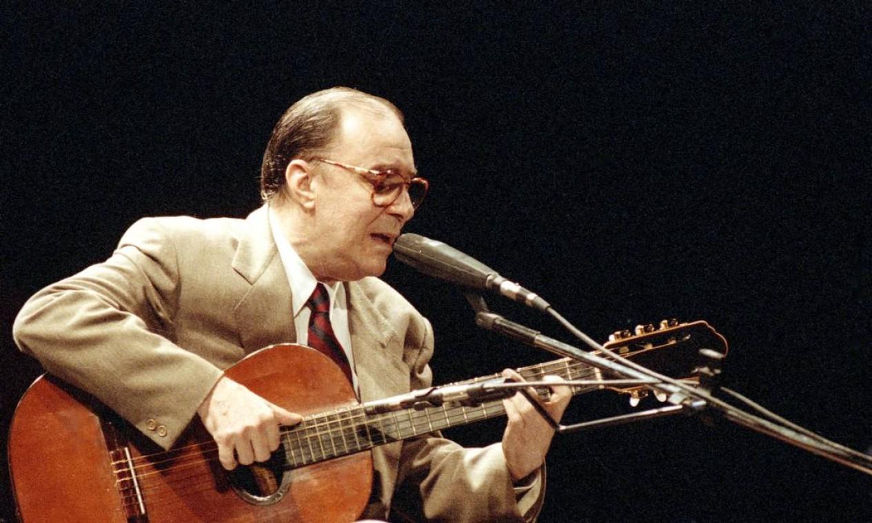 João Gilberto se apresenta no Teatro Municipal para 1,6 mil convidados - 07/12/1992 Foto: Leo Aversa / Agência O Globo