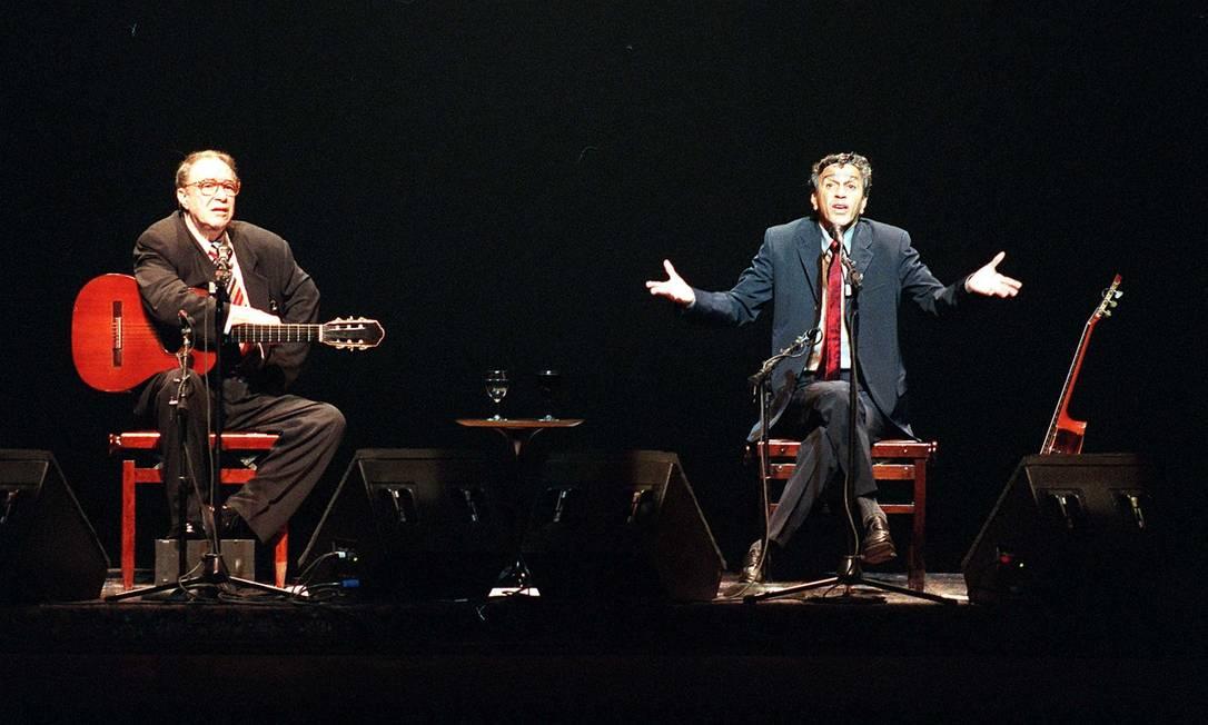Os cantores João Gilberto e Caetano Veloso no Credicard Hall em São Paulo - 30/09/1999 Foto: Luiz Carlos Santos / Agência O Globo