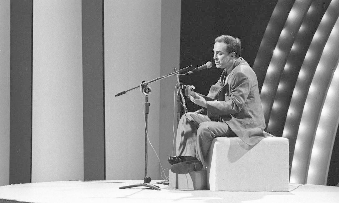 João voltou definitivamente para o Brasil em 1979, mas a série de shows que faria no Canecão acabou cancelada devido a problemas técnicos Foto: Alcyr Cavalcanti / Agência O Globo