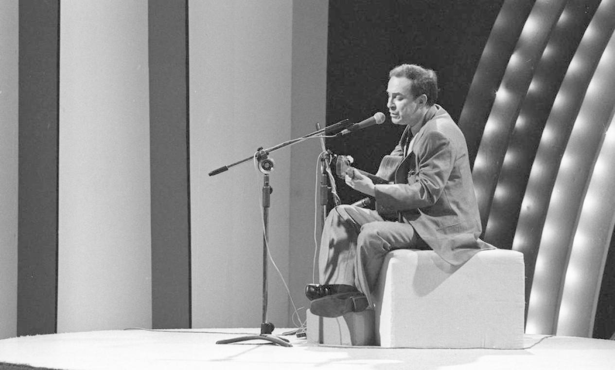 João Gilberto durante gravação no Teatro Fênix para especial da Rede Globo - 08/06/1980 Foto: Alcyr Cavalcanti / Agência O Globo