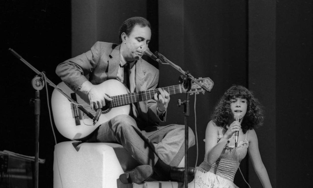 João Gilberto e a filha Bebel Gilberto. Gravação no Teatro Fênix para um especial da TV Globo - 08/06/1980 Foto: Alcyr Cavalcanti / Agência O Globo
