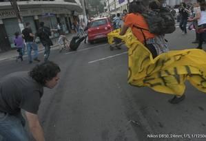 Manifestantes são atropelados durante protesto em Niterói Foto: Samuel Tosta / Aduff