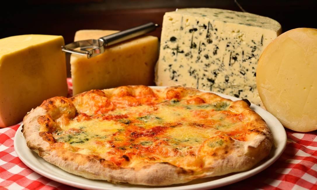A Formaggi Pizza está tanto no rodízio do Da Carmine como no à la carte: é feita com gorgonzola, provolone, mozarela e parmesão: R$ 43,60, a grande no serviço à la carte Foto: Divulgação / Divulgação