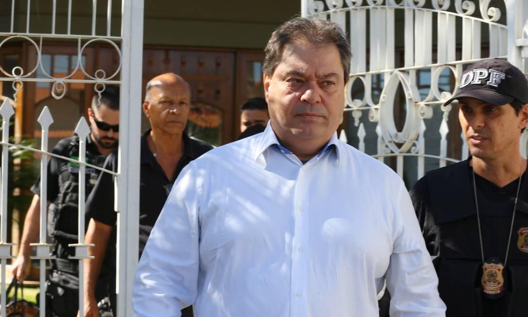 Gim Argello, no dia em que foi preso, na 28ª fase da operação Lava-Jato, chamada Vitória de Pirro Foto: Ailton de Freitas / Agência O Globo (12/04/2016)
