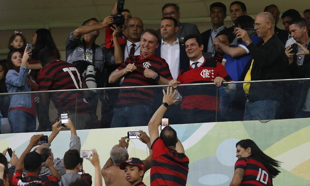 Moro e Bolsonaro em jogo do Flamengo, no Mané Garrincha, em Brasília Foto: Jorge William / Agência O Globo