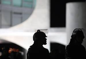 Soldados da Guarda Presidencial em frente ao Planalto Foto: André Coelho / Agência O Globo