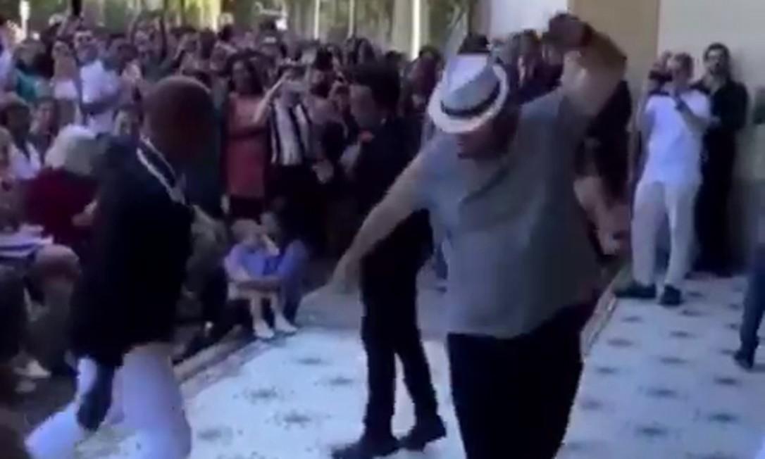 Wilson Witzel cai no samba em evento realizado no Palácio Guanabara