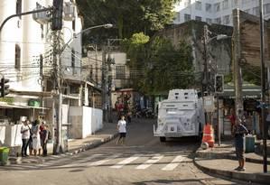 Neste sábado, houve confronto entre traficantes e policiais da UPP do Vidigal Foto: Gabriel Monteiro / Agência O Globo