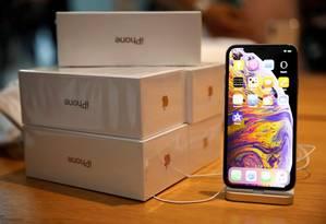 Altos impostos são uma das explicações para os preços cobrados por smartphones no Brasil, como o iPhone, da Apple Foto: Edgar Su / REUTERS