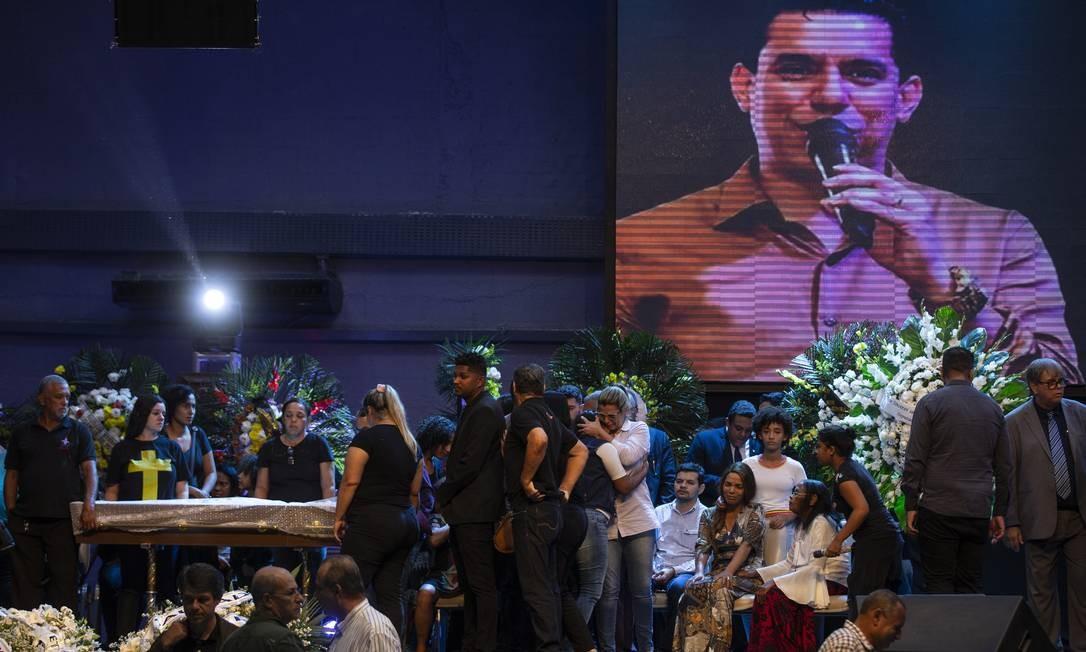 Igreja recebeu, além de família e amigos de Anderson do Carmo, centenas de fiéis e lideranças religiosas neste domingo Foto: Alexandre Cassiano / Agência O Globo