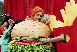 Katy Perry e Taylor Swift no clipe 'You need to calm down' Foto: Divulgação