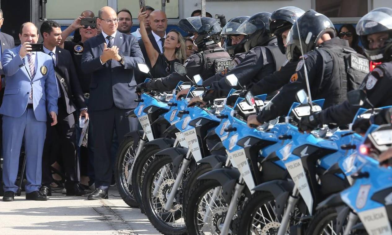 Witzel participa de entrega de motos para a o 31º BPM (Recreio dos Bandeirantes), em 31 de maio Foto: Guilherme Pinto / Agência O Globo